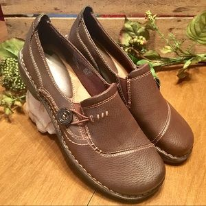 NWT ThomMcAn Brown Leather Shoes Size 8
